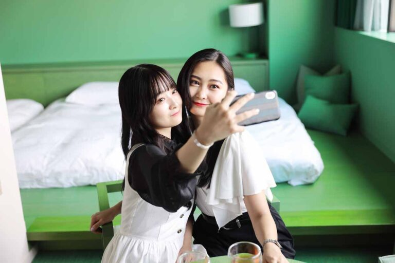【toggle hotel suidobashi】写真映え間違いなし!ツートンカラーの最新ホテルを美人姉妹が取材
